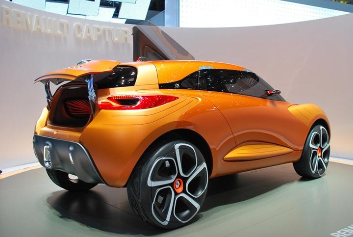Renault-Captur-at-Geneva-Motor-Show-4