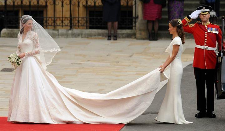 Kate-Middleton-in-Wedding-Dress-Designed-by-Sarah-Burton