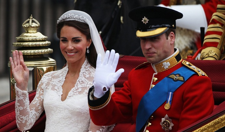 prince-william-kate-middleton-carriage-procession-09