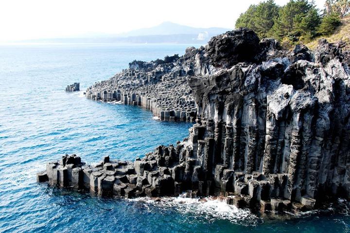 Part-of-the-Jusangjeolli-Cliff-Jungmun-Seogwipo-si