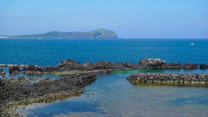 clear-blue-sea-of-JeJu-Island