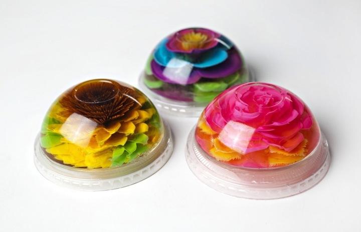 По словам Гамбоа, клиенты, когда видят цветочные желатинки, часто говорят, что они слишком красивы, чтобы их есть. Один такой шедевр стоит $3,50.