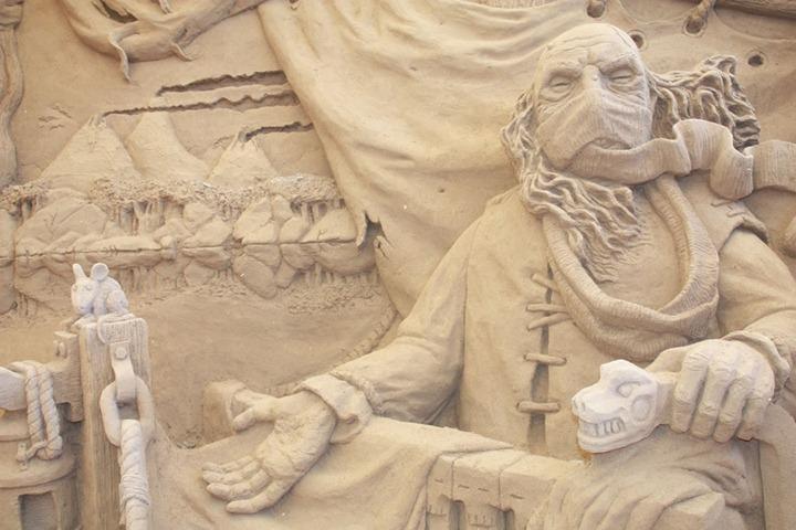 Charon-the-ferryman-close-up-Dantes-Inferno-sand-sculpture