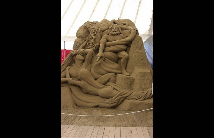 Jesolo-Dantes-Inferno-Circle-2-The-Lustful-sand-sculpture