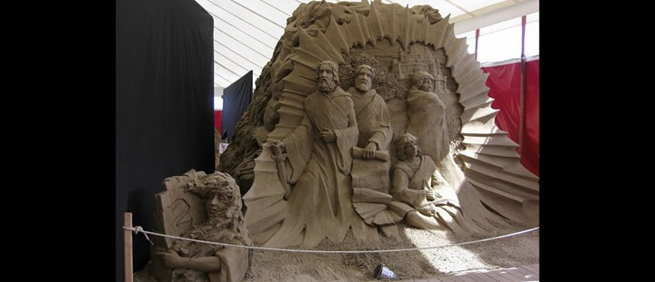 Limbo-in-Dantes-Hell-Circle-1-leading-2-sand-sculptures-Circle-2
