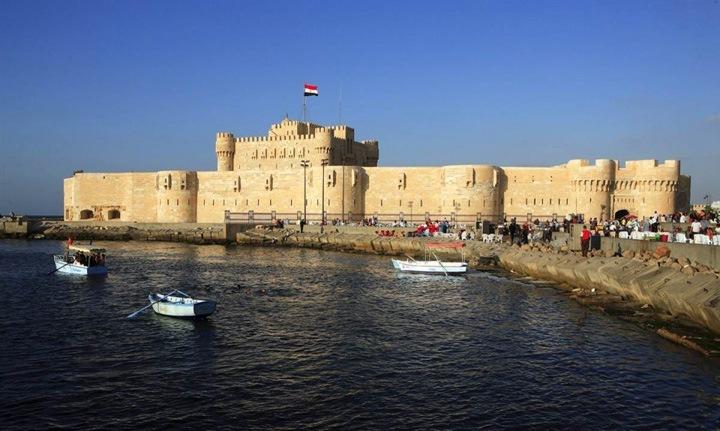 Восхитительная крепость  Форт Кайт-бей это оборонительная крепость 15 века, которая находится на побережье Средиземного моря в египетском городе Александрия.