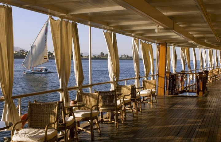 Круиз по Нилу  Пароход «Судан» идет по Нилу в направлении египетского города Асуан.