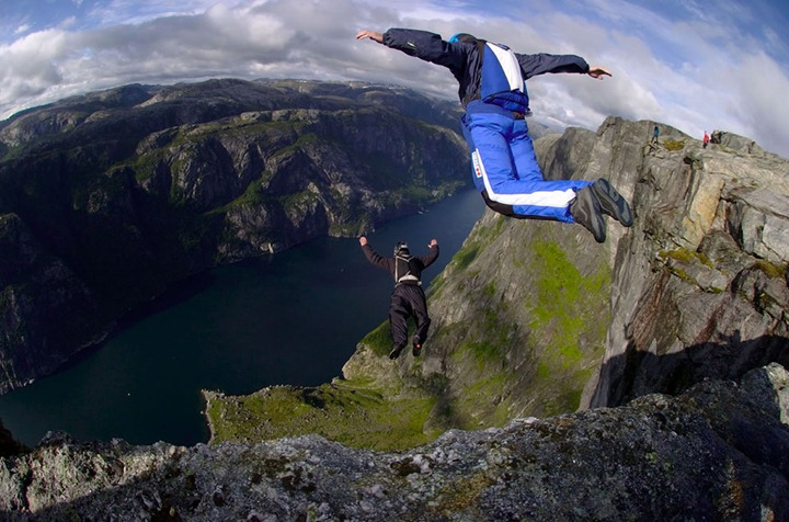 Norway-cliffs-BASE-Jumpers-paradise