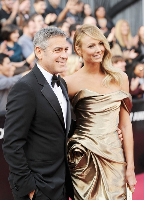 george-clooney-stacy-keibler-oscars-2012-05