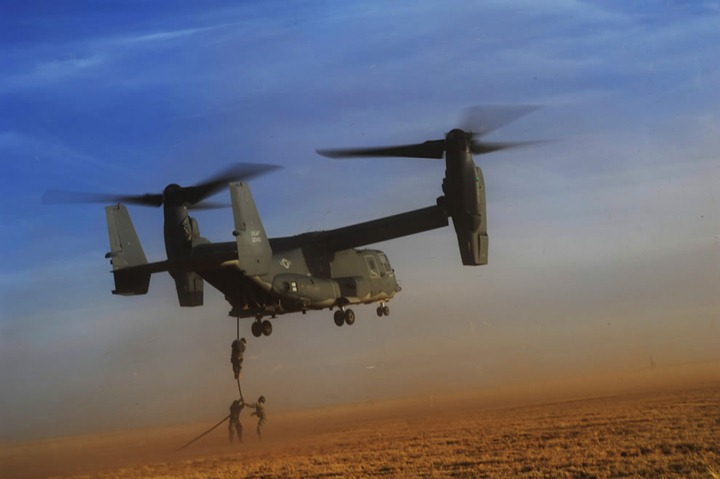 U.S.-Army-soldiers-with-Alpha-Company-4th-Battalion-10th-Special-Forces-Group-fast-rope-from-a-CV-22-Osprey-tiltrotor-aircraft-during-exercise-Emerald-Warrior-2011