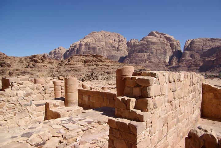 Wadi-Rum-ruins-of-a-nabataean-temple