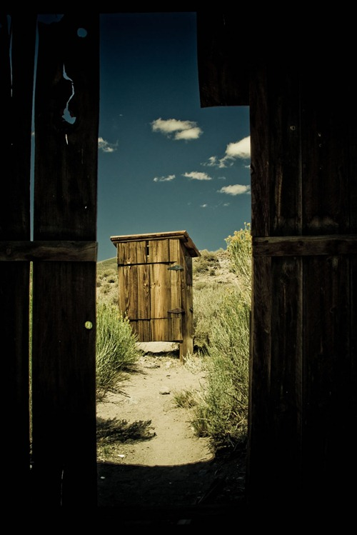outhouse-in-bodie