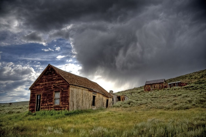 stormy-day-at-the-Bodie-Historic-State-Park