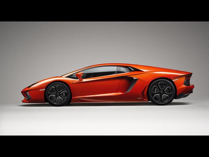 003-2012-lamborghini-aventador-lp-700-4-side-1280x960_w800