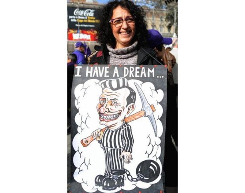 Итальянцы протестуют против Берлускони в 100 городах Италии