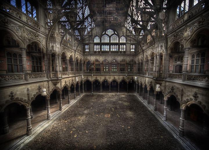 Abandoned-Chambre-du-Commerce