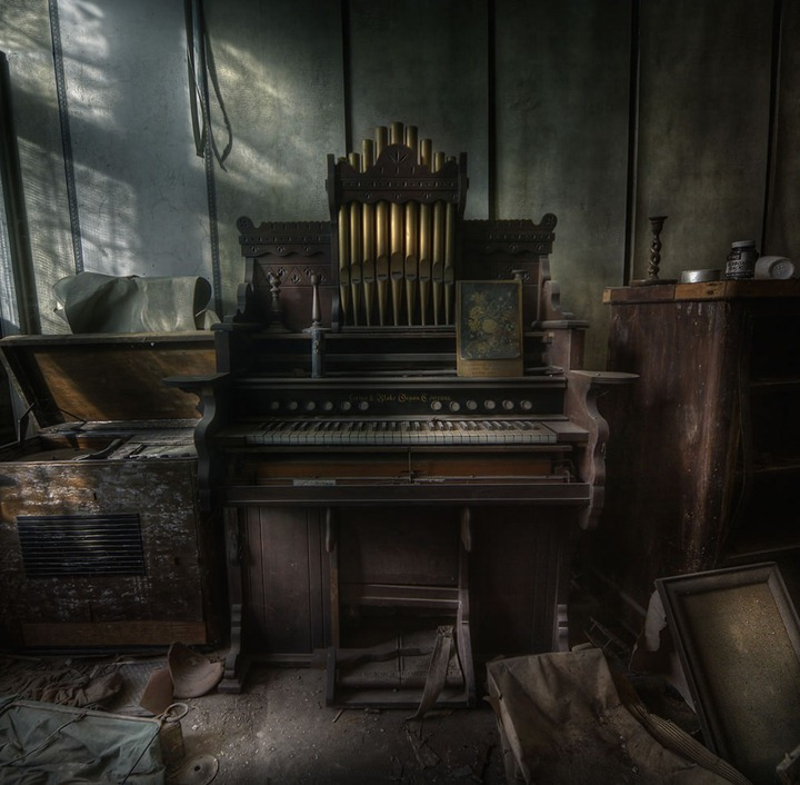 The-Organist-at-an-abandoned-manor-house-a-step-back-in-time