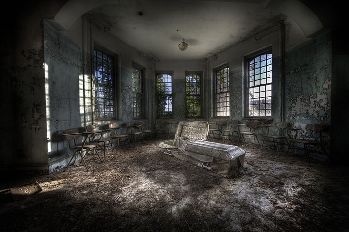 psychiatric-hospital-and-yes-that-is-a-coffin