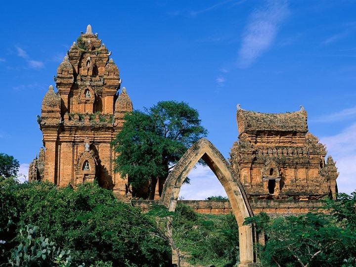 Po-Klong-Garai-Towers-(Vietnam)