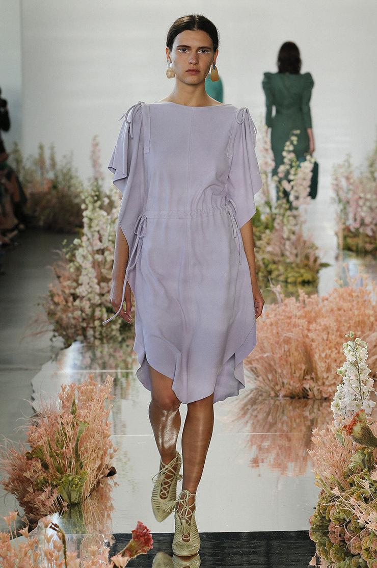 Цвет года 2018: Ultra Violet доминирует в мире моды, макияжа и парфюмерии