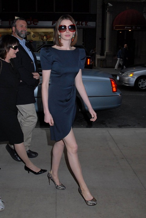 77335_celebutopia-anne_hathaway_out_and_about_on_the_upper_eastside-03_122_492lo