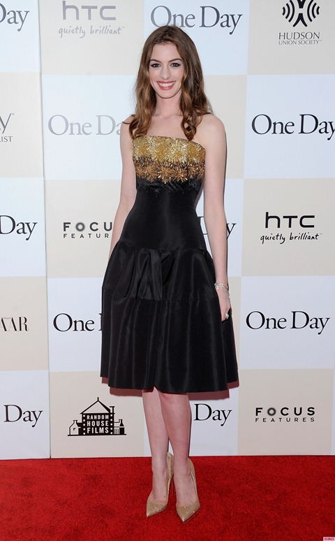 One_Day_New_York_Premiere_-_Outside_ArrivalsAnne_Hathaway_Shimmers_at_One_Day_New_York_Premiere-1-1859x3000