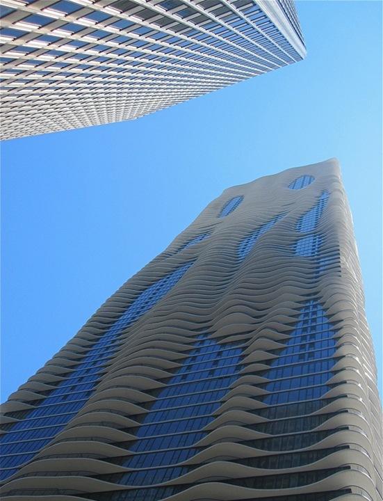 Искусство создания небоскребов часто представляется исключительно мужским занятием. Кроме того, нельзя не заметить не совсем дружелюбное соревнование по высоте этих зданий. Возможно, изящество и плавность дизайна данного небоскреба обусловлены именно тем, что Ганг (Gang) – женщина, как и половина ее команды. Более того, благодаря сложной структуре фасада здание является более безопасным для наших пернатых друзей. Зачастую птицы не замечают стекла и стены небоскребов, что приводит к скоплению расплющенных тел птиц на стенах зданий. Неровности конструкции небоскреба позволят птицам различать его и избежать столкновения.