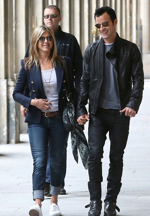 breaking-news-jennifer-aniston2012-08-12_19-57-21and-justin-theroux-are-engaged-855x1280