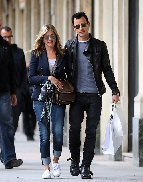 breaking-news-jennifer-aniston2012-08-12_19-59-09and-justin-theroux-are-engaged