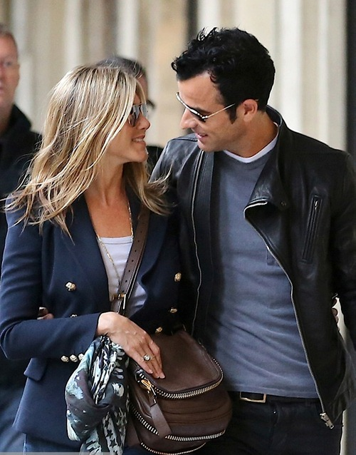 breaking-news-jennifer-aniston2012-08-12_20-04-04and-justin-theroux-are-engaged
