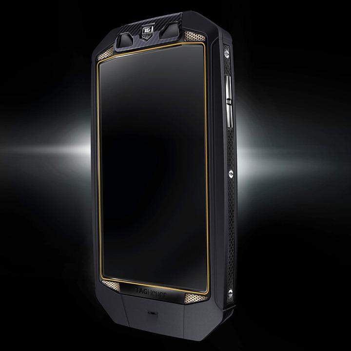 TAG-Heuer-RACER-Smartphone-2