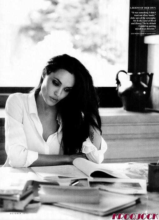 Celebutopia_NET.Angelina_Jolie.VANITY_FAIR.October_2011.Scanned_by_KROQJOCK.HQ_.4
