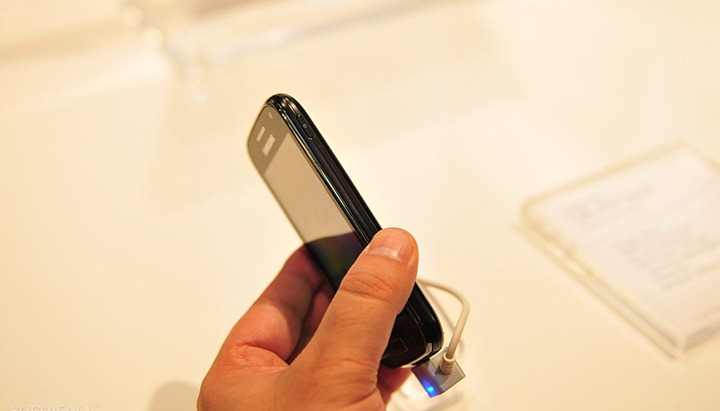 MWC-2012-Samsung-Galaxy-Ace-2-and-Galaxy-Ace-Plus-Hands-On-3