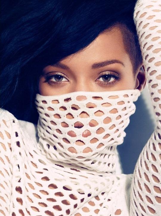 Rihanna-Bazaar-US-3