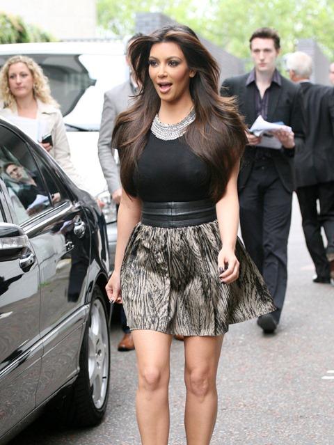 kim_kardashian_printed_skirt_l