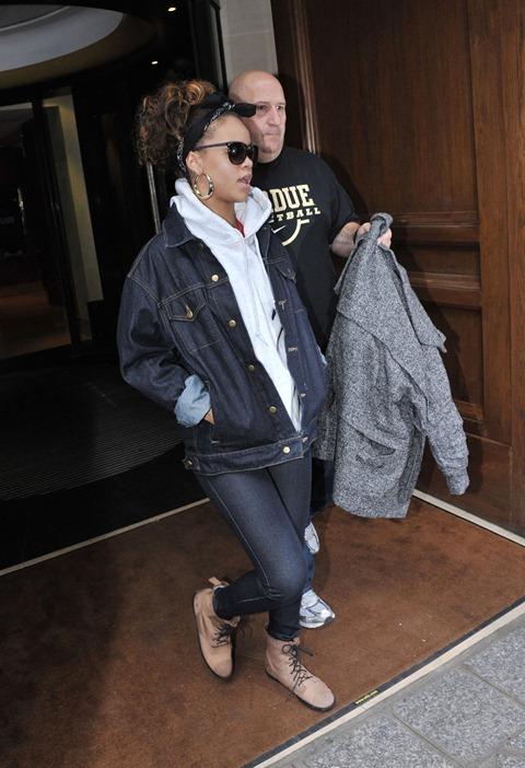 rihanna_jean_jacket_jeans_tan