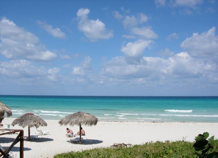 Лучшие пляжи Кубы охотно делятся информацией о своем расположении, чтобы вы могли наилучшим образом отдохнуть здесь. Имейте в виду, сотни километров белоснежных кубинских песчаных пляжей охраняются.
