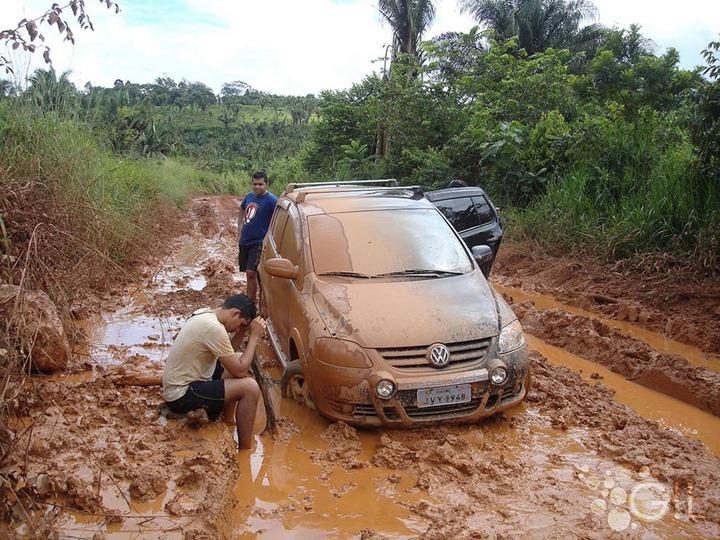Adventure-trying-to-travel-muddy-Amazonia-roads