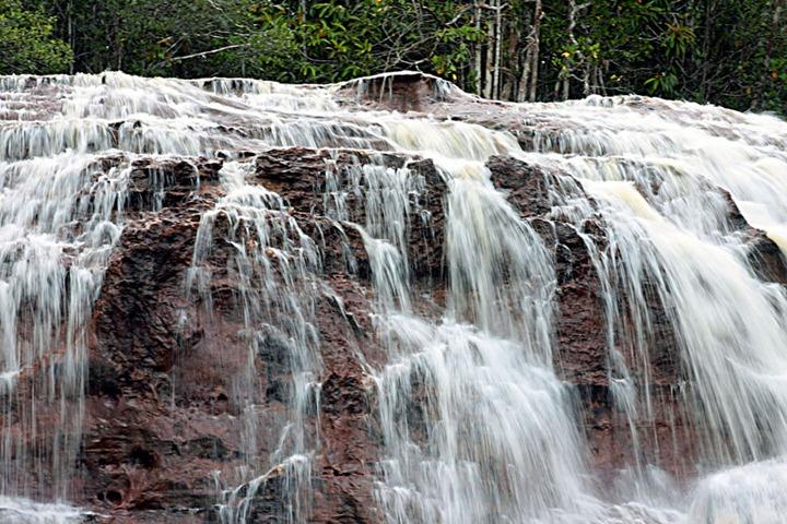 Iracema-Waterfalls-in-Amazon-rainforest