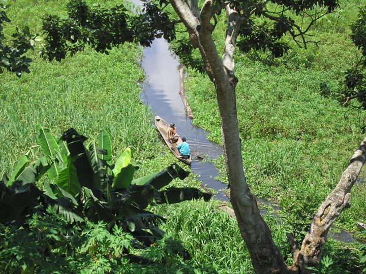 boating-along-Amazon