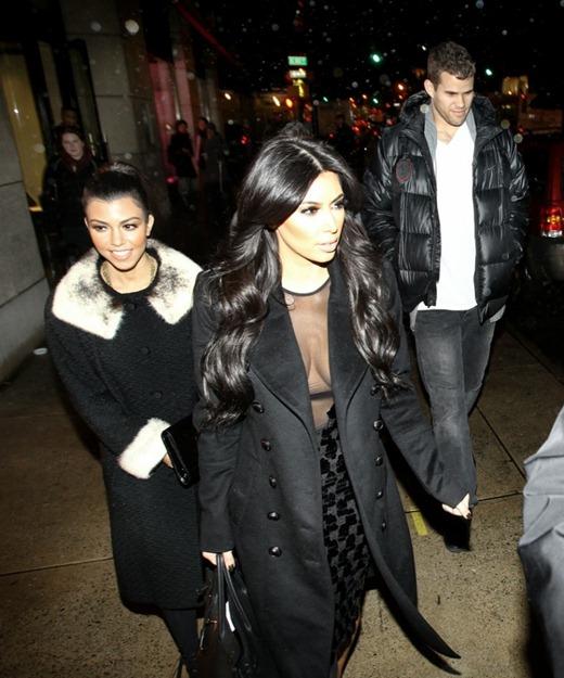 kim-kardashian-kris-humphries-nyc-01192011-08-820x985