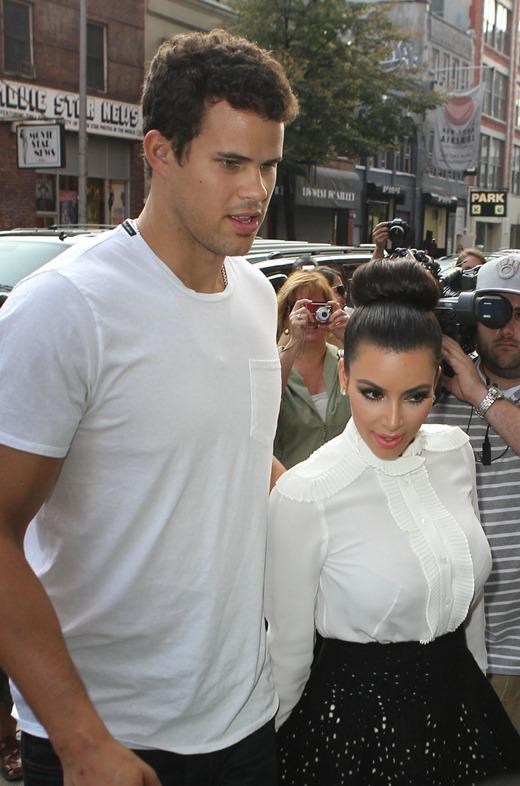kim_kardashian_and_kris_humphr (2)