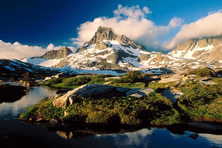 Banner_Peak_and_Thousand_Island_Lake_Ansel_Adams_Wilderness_California
