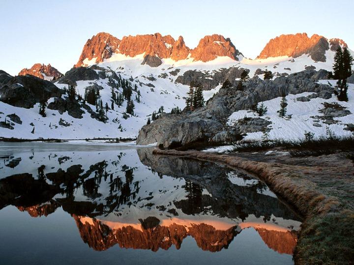 Minarets_Lake_Ediza_Ansel_Adams_Wilderness_California