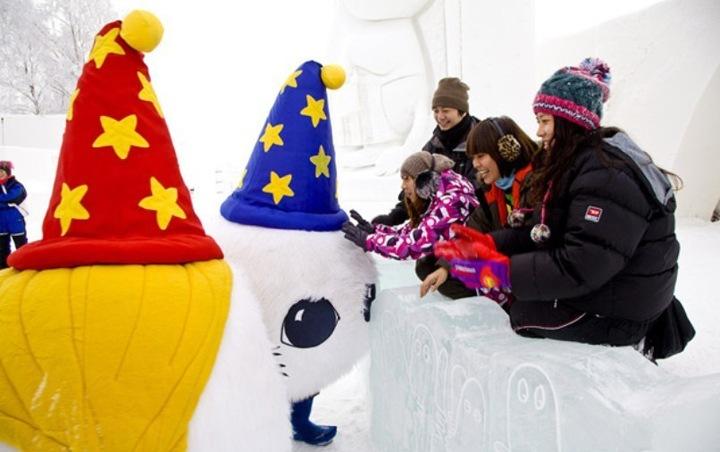 Этой зимой строительство Снежного Замка началось 3 декабря, и в конце января он был открыт для посетителей.