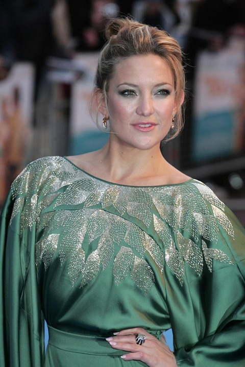 kate_hudson_green_silk_dress_w