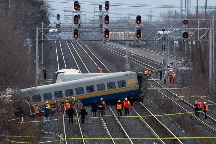 TA22612-TrainCrash1.jpg
