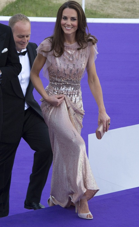 112038-stunningly-dressed-kate-middleton-steals-the-show-at-a-charity-gala