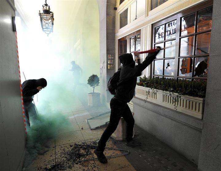 Массовая демонстрация в Лондоне переросла в столкновения с полицией